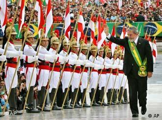 Luiz Inácio Lula da Silva asume la presidencia de Brasil por segunda vez y continúa liderando el MERCOSUR. Aquí el 1° de enero de 2007.