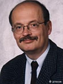 Joachim Krause, Professor für Politikwissenschaft und Geschäftsführender Direktor des Instituts für Sozialwissenschaften an der Christian-Albrechts-Universität zu Kiel