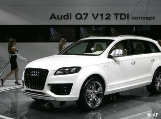 Models unveil the Audi Q7 V12TDI concept vehicle at the North American International Auto Show in Detroit, Sunday, Jan. 7, 2007. (AP Photo/Paul Sancya)
