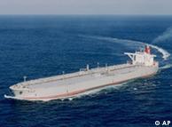 مشکل بیش از  همه نصیب کشتیهای حامل بنزین برای ایران شده است