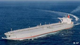Japan Tanker Atom-U-Boot rammt japanischen Öltanker