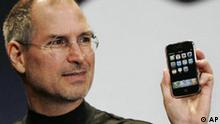 Steve Jobs mit Apple iPhone