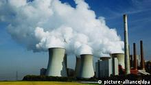 WIT0504 Atomkraftwerke Kraftwerk der RWE im Rapsfeld power station Deutschland Germany Köln Cologne Wirtschaft Industrie Stromwirtschaft Energiegewinnung Atomkraftwerke AKW WIT0504 Deutschland Köln Kraftwerk der RWE Rapsfeld