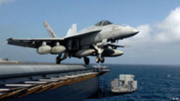 Somalia USA Flugzeugträger Dwight D. Eisenhower Flugzeug (AP)