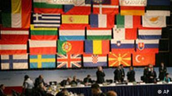 Deutschland EU Treffen der Justiz- und Innenminister in Dresden Flaggen