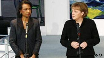 Deutschland USA Condoleezza Rice in Berlin Angela Merkel