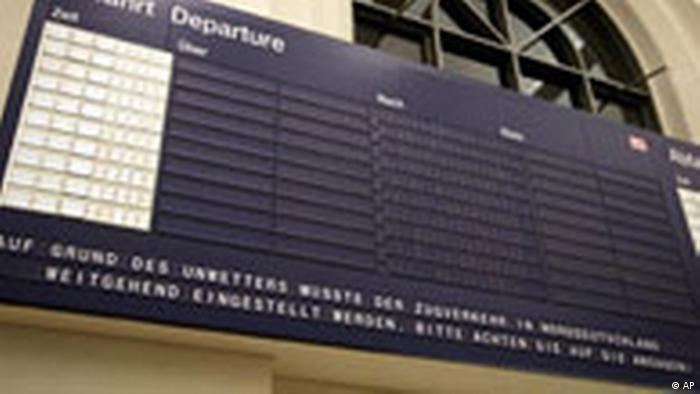 Пустое табло на вокзале в Ганновере.