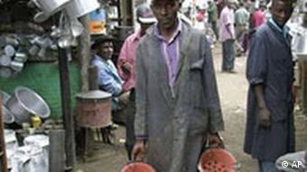 Mann auf einem Markt in Nairobi