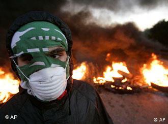 Libanon Generalstreik Hisbollah brennende Autoreifen in Beirut