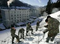 عکس از آرشیو: نیروهای انتظامی و امنیتی سوئیس محل نشست داووس را به یک دژ تبدیل میکنند