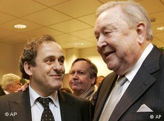 Platini desafia Johansson com promessas de reformas