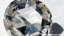 This colorless synthetic diamond from Apollo Diamond may pose a bit of a challenge to the African warlords and the De Beers cartel. This diamond has the same atomic structure as a mined diamond, and is therefore optically, chemically and physically identical. But Apollo plans to get the cost down to $10/carat with high volume manufacturing. Foto: Flickr.com/juvetson, 2006