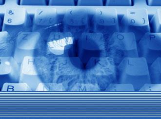 Символическое изображение: глаз на фоне компьютерной клавиатуры