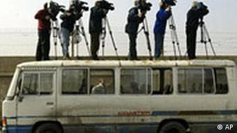 Medien und Krieg Journalisten Fernsehen Waffeninspekteure in Irak