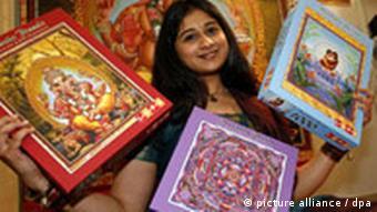 Spielwarenmesse 2007, Inderin mit Puzzle
