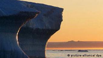 Klimawandel Grönland Eisberg im Abendlicht
