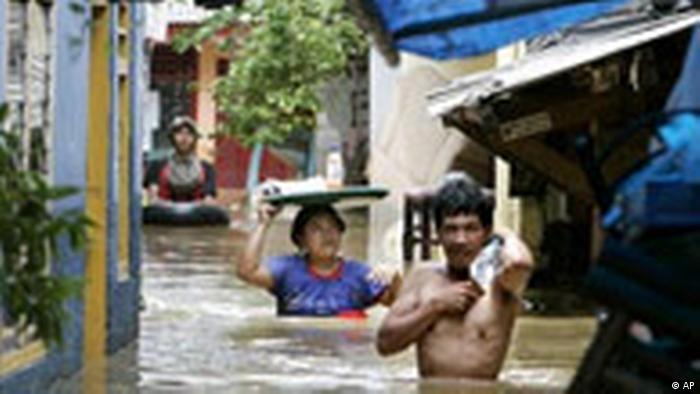 Indonesien Überschwemmungen in Jakarta Lebensmittel (AP)