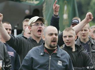 Manifestantes neonazistas