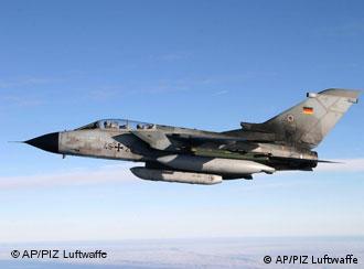 Tornado-Kampfflugzeug in der Luft (Foto: AP)