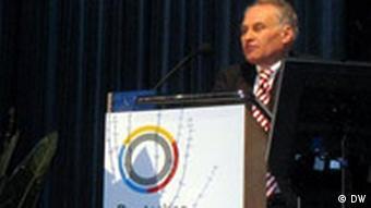 Erwin Huber (CSU), Staatsminister für Wirtschaft, Infrastruktur, Verkehr und Technologie des Freistaates Bayern spricht auf der Wintertagung des Deutschen Atomforums (e.V.) am 8.2.2007 in Berlin (Foto: Christoph J. Heuer)