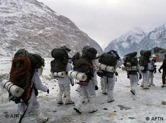 Indian soldiers walking on the Siachen glacier