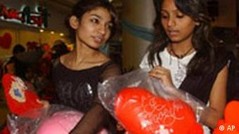 Pakistani girls buy Valentine's Day presents at a shop in Karachi, Pakistan (Photo: AP Photo/Shakil Adil)