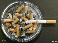 اس عمارت میں رہنے والے تمباکو نوش افراد کی وجہ سے متعدد شکایات تھیں