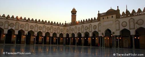 مسجد الازهر در قاهره، که در دانشگاهی به همین نام قرار دارد