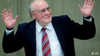 Der Rechtsextremist Ernst Zuendel im Landgericht