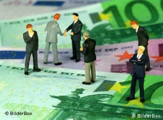 Animated figures on euro bills