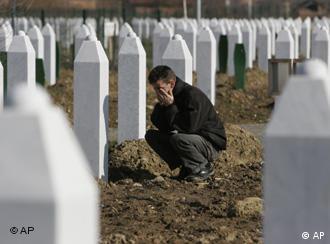 Oito mil muçulmanos foram mortos em Srebrenica