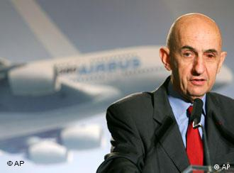 Airbus chairman Louis Gallois addresses journalists during a press conference in Paris, Jan. 17, 2007.