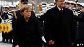 Deutschland Ukraine Viktor Janukowitsch in Berlin Angela Merkel