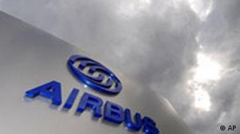 Dunkle Wolken über Airbus-Gebäude (Quelle: AP)