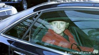 Канцлер Ангела Меркель в служебном автомобиле