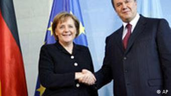Merkel,. Janukowitsch 2007 (Foto: AP)