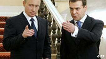 Vladimir Putin mit Dmitrij Medwedew, seinem Ersten Vizepremier