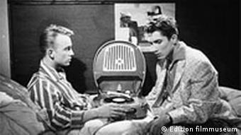 Szenenbild aus dem Film 'Anders als du und ich'