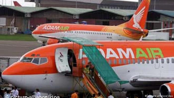 Adam Air Flugzeug auf Soekarno Hatta Airport in Tangerang, Indonesien