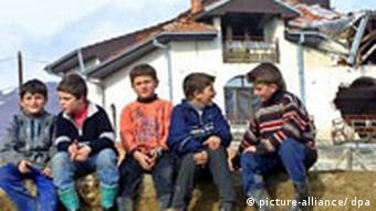 Albanische Kinder nahe der Stadt Skopje, Mazedonien