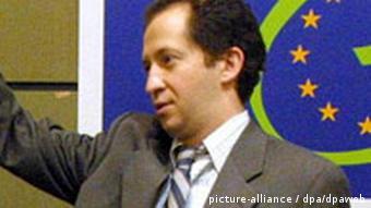 Michel Taube bei einer Pressekonferenz (Quelle: dpa)