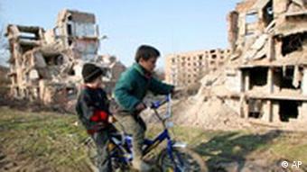 2007 Mart ayında başkent Grozni'de çekilen bu fotoğraf, Çeçenistan'da savaşın izlerinin silinemediğini gösteriyor