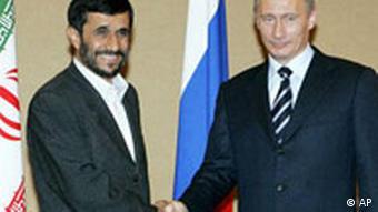 پوتين از احمدینژاد میخواهد در روابط خود با جامعهی جهانی خوشبرخوردتر باشد