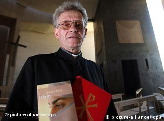 Catholic priest Franz Meurer promotes inter-faith dialogue