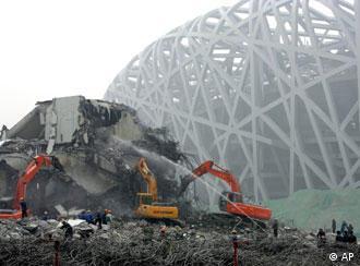 """""""大破大立,破字当头,立在其中""""-北京奥运工地写照"""