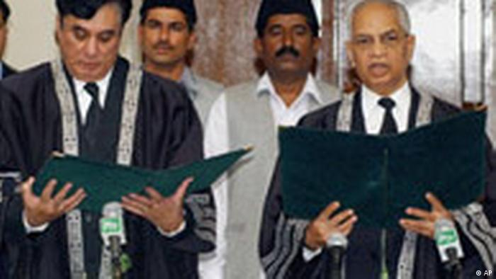 Aufruhr um entlassenen Richter in Pakistan (AP)