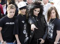 Los cuatro miembros de Tokio Hotel poseando para los fotógrafos.