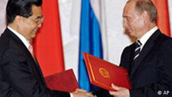 Russian President Vladimir Putin, right, and Chinese leader Hu Jintao exchange documents after signing a joint declaration in the Kremlin in Moscow, Monday, March 26, 2007. The presidents of Russia and China on Monday called on Iran to fulfill the U.N. Security Council's demands over its disputed atomic program, a day after the Islamic republic announced it was partially suspending cooperation with the U.N. nuclear watchdog. (AP Photo/Misha Japaridze)