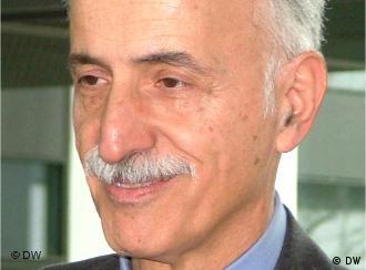 دکتر عبدالکریم لاهیجی میگوید نتیجه این قطعنامهها انزوای بیشتر ایران در عرصه بینالمللی است