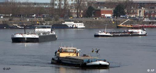 Deutschland Schifffahrt Rhein Unfall bei Köln